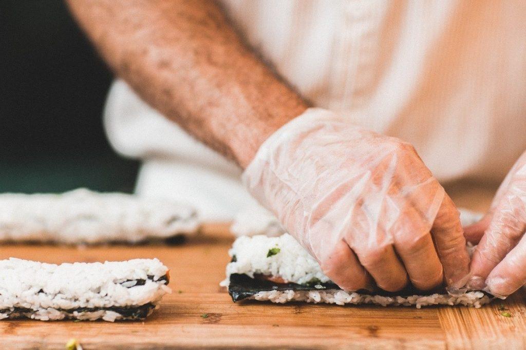 luvas de plástico para cozinheiros