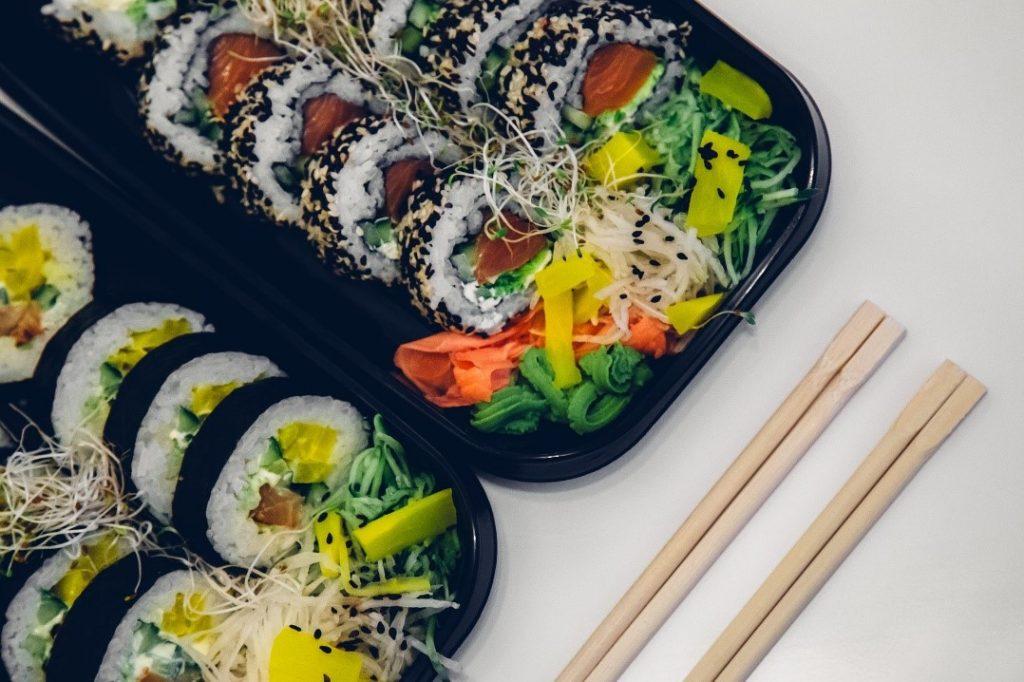 descartáveis e comidas japonesas