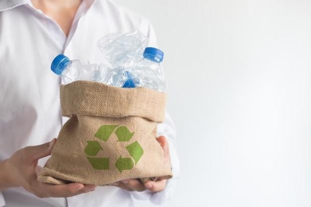 garrafas plásticas em reciclagem