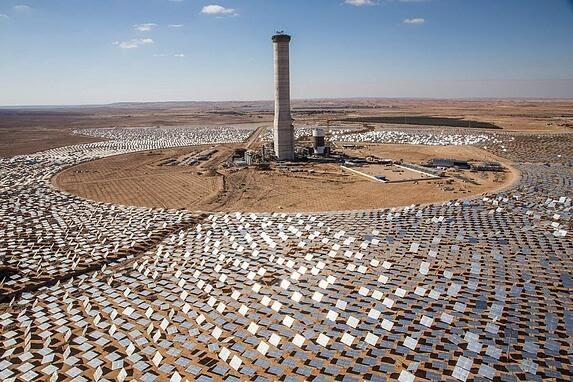 vários painéis solares