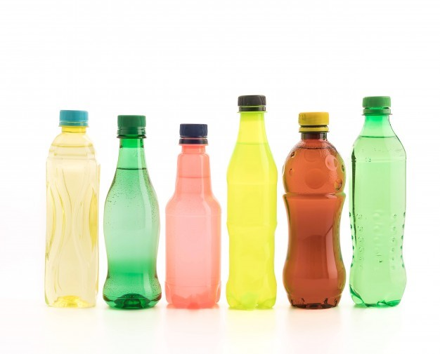 produtos plásticos coloridos